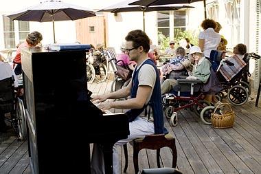 Pianospel på Svalnäs äldreboende